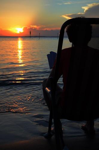 ocean sunset reunion les island soleil nikon indian coucher ile lagoon read nikkor armchair indien chaise lire bains etang lagon longue f3556 1685mm d7000 salé
