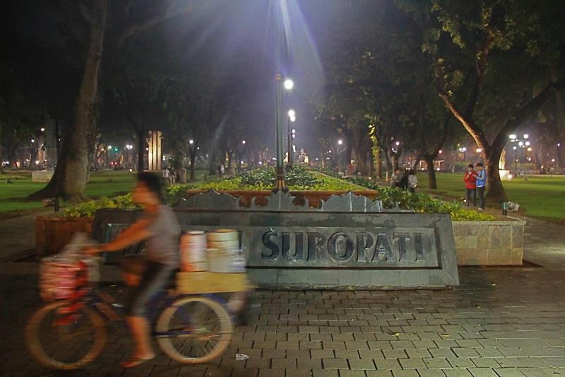 taman suropati, malam tahun baru di jakarta - jakartatraveller