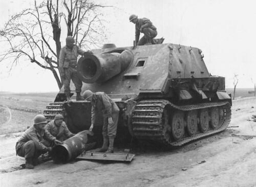 USA 9-th army inspect German SAU Sturmtiger  captured near  Minden  11tn April 1945.