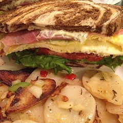 blt, sandwich, meal, breakfast, ham and cheese sandwich, muffuletta, meat, food, dish, breakfast sandwich, cuisine,