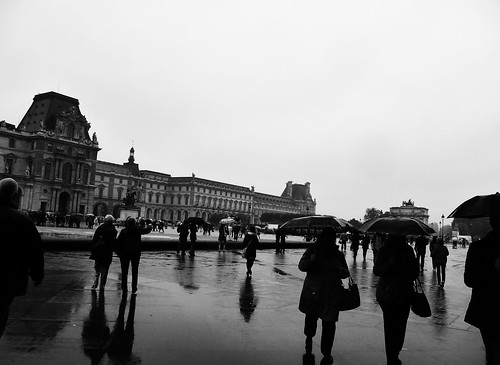 Rain at le Louvre