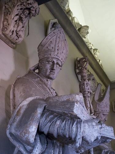 Statue in Santa Maria del Fiore, Firenze