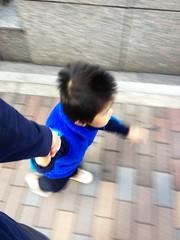 朝散歩 - 手をつないで走る (2012/10/26)