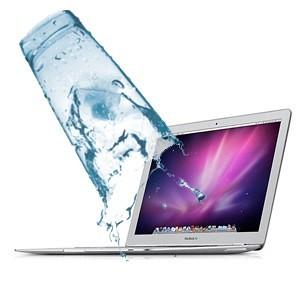 MacBookAirに水ぶっかけられた\(^o^)/オワタ