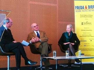 """Matthew Teitelbaum, Carlos Phillips Olmedo y Dot Tuer en la inauguración de la exposición """"Frida & Diego: Passion, Politics and Painting"""""""