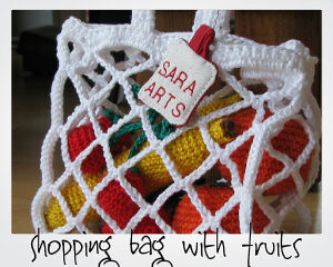 Shopping bag with fruits