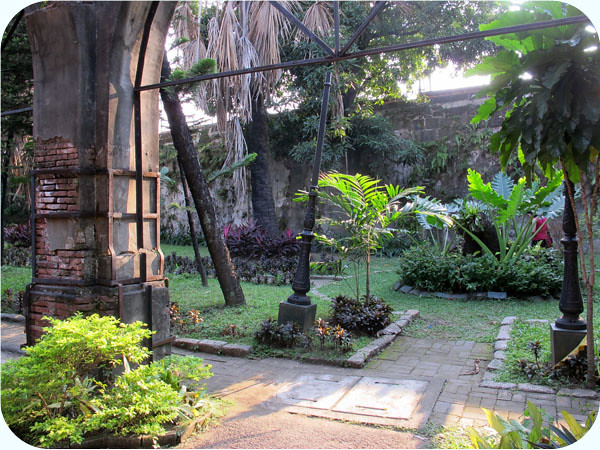 fortsantiagocourtyard