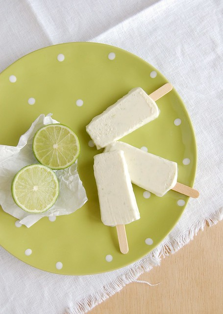 Limoncello and lime popsicles / Picolés de limão e limoncello