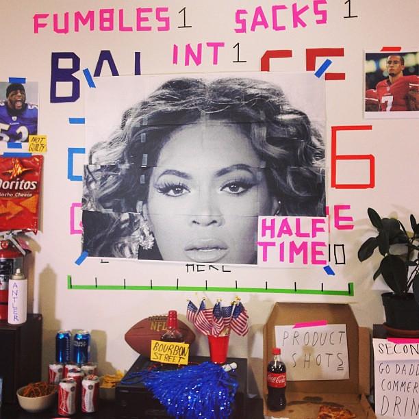 Here comes #Beyonce!!!! #thesuperamericansportscorezoneroom