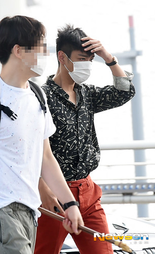 BIGBANG Incheon Airport to Shanghai Press 2015-06-19 039