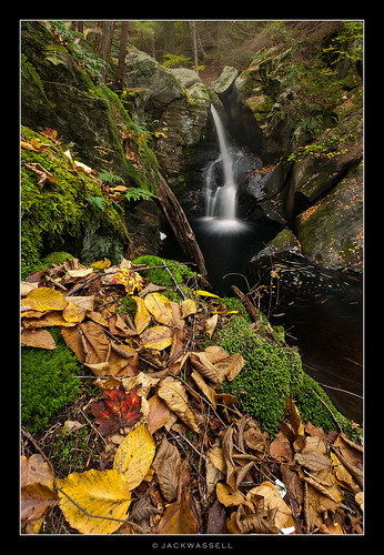 autumn light mist color fall water leaves waterfall big rocks connecticut granby enders longexpsure endersfalls jackwassell