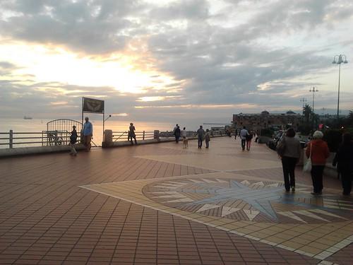 Lungomare al tramonto