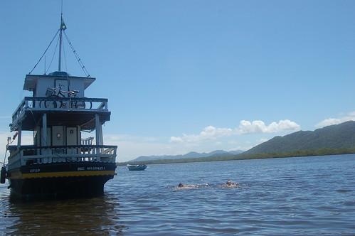 Auf der anderen Seite kann man in der Lagune schwimmen
