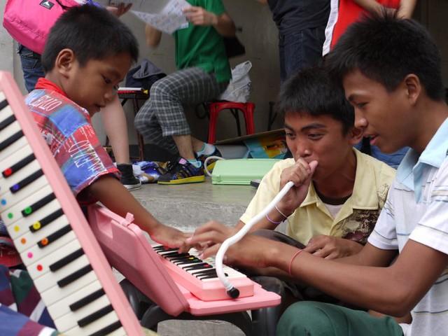 スラムの音楽教室inフィリピン-学校で学べない子ども達にオーケストラで教育を!_04