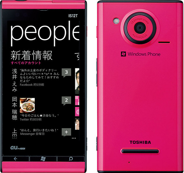 Windows® Phone IS12T 実物大の製品画像