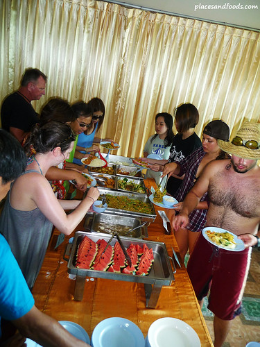 phi phi island lunch buffet