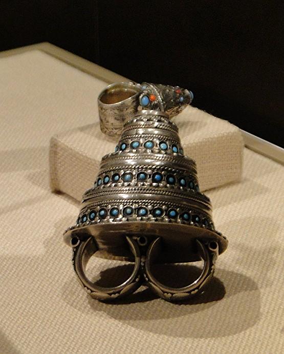 04 1j13_6286 two_finger ring AfghanistanTurkmen jewelryMetropolitan Museum ofArt