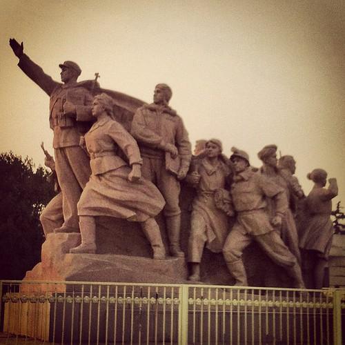 """""""На правое дело он поднял народы, на труд и на подвиги нас вдохновил""""."""