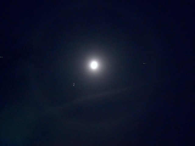 Halo Effect | Christmas Eve herald of Christmas morning snow… | By ...