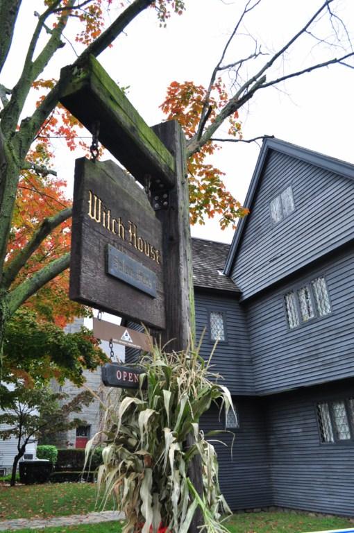 Su visita te envuelve en un halo de inquietud ... Salem, la ciudad de las brujas - 8079351346 ff7a70868f o - Salem, la ciudad de las brujas