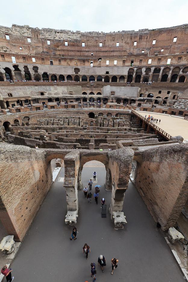 Амфитеатр Флавиев (лат. Amphitheatrum Flavium) или Колизе́й