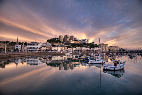 uk pink sunset sea england seascape water clouds reflections boats photography coast nikon flickr photos devon torquay hdr westcountry coastpath torbay spooner torquayharbour photomatix southwestcoastpath tonemapped devonandcornwall d5000 rosiesphotos nikond5000 tamronspaf1024mmf3545diiildasphericalif rosiespooner rosyrosie2009 rosemaryspooner rosiespoonerphotography