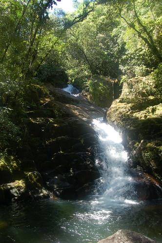 Es gibt einen grösseren Wasserfall