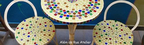 Mesa e bancos de mosaico