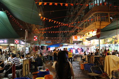 Temple Street Night Market - For a different and amazing shopping experience - Things to do in Hong Kong