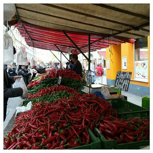 Pic: paprika market stand at the 'Brunnenmarkt' in vienna, austria - europe.   #nofilter #market #instamarket #citylife #red #photooftheday #austria #weekend  #markttreiben #followback #fun #seller #Brunnenmarkt #tourists #1160 #paprika #city #photoofthed by cooling // Living Vienna