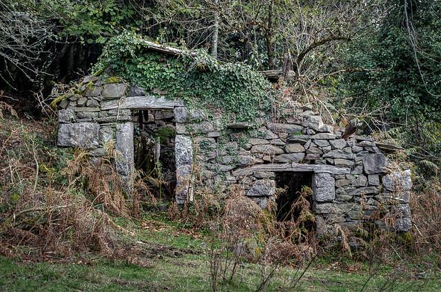 Ruins of a cabaña