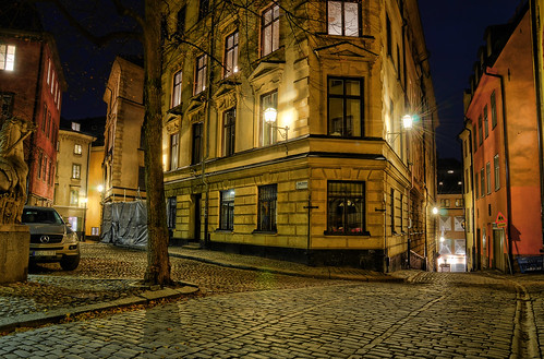 street city autumn sculpture horse tree lamp leaves car sign statue night corner mercedes alley bend sweden stockholm cobblestone vehicle gamlastan sverige oldtown hdr sakta lightstar tyskastallplan xcc573