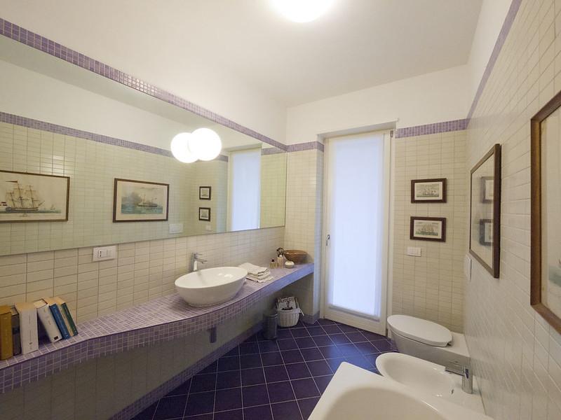 Mammeonline leggi argomento bagni rush finale specchi - Quadri in bagno ...