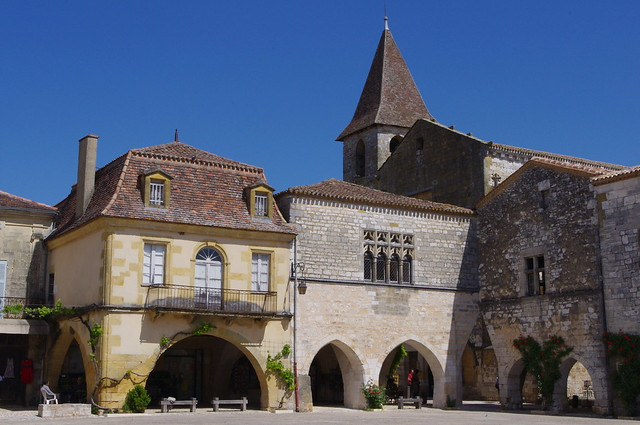 Bastide de Monpazier - Place des Cornières
