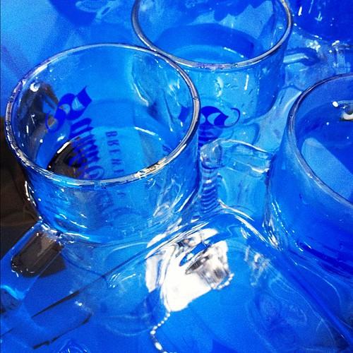 今日も暑い!エクストラコールド日和です。エクストラコールドはビールだけではなく、グラスも氷水で冷やしてご提供しています。