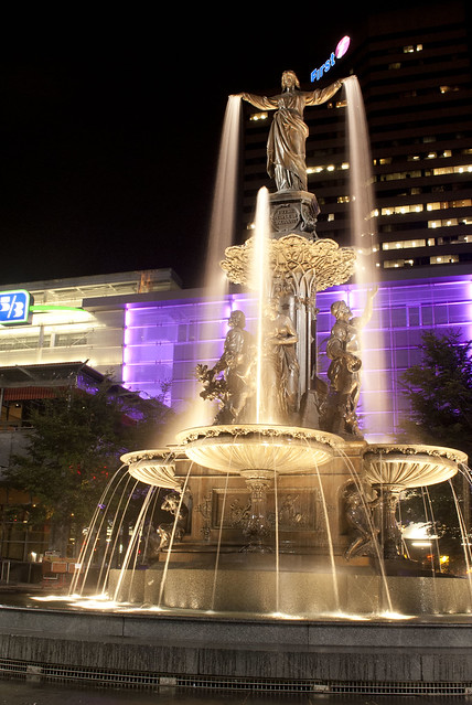 Fountain Square by CC user jgoge123 on Flickr