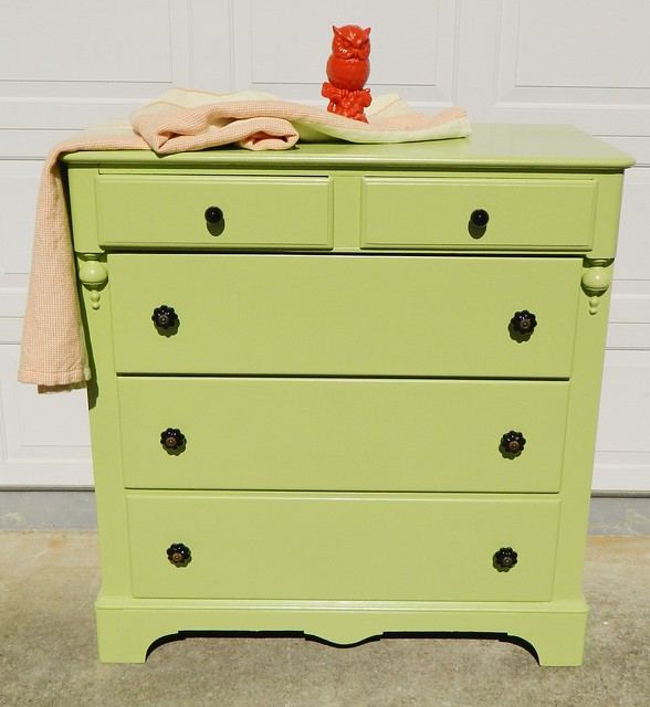 painted victorian chest via homeologymodernvintage.com