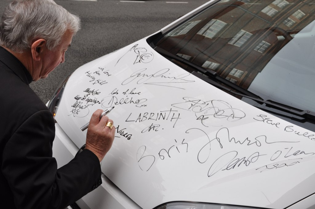 car signing