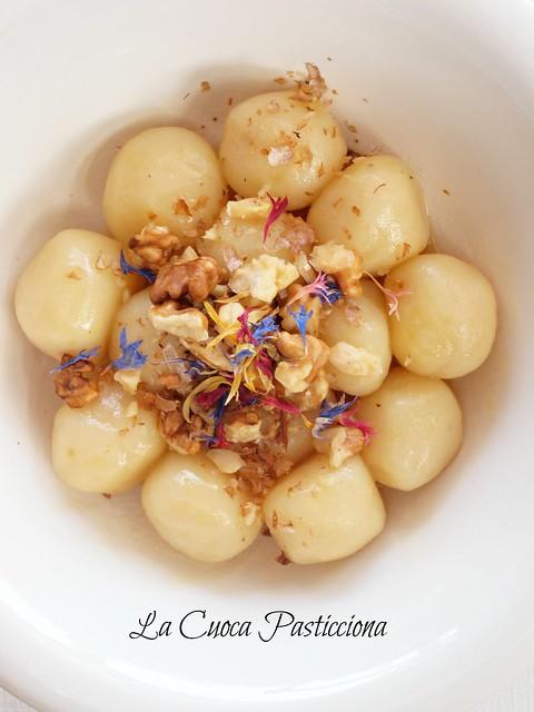 Perle di patate ripiene di Sbrinz e Gruyere al profumo di miele e noci