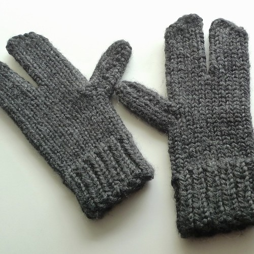 loom knit lobster mittens