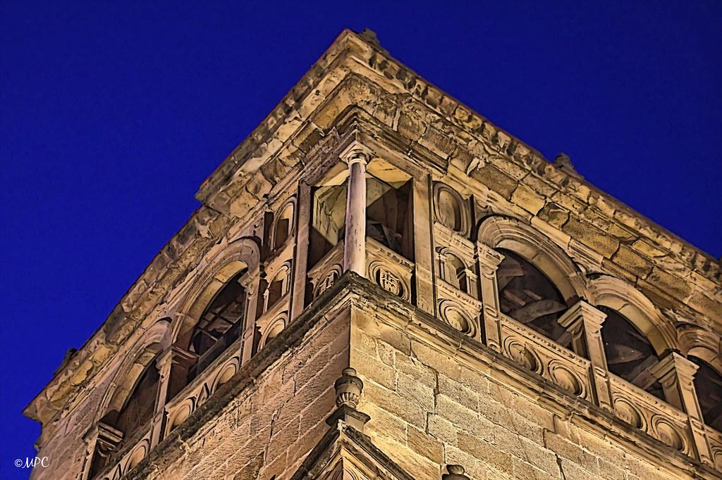 Palacio Vela de los Cobos (nocturna, hora azul)