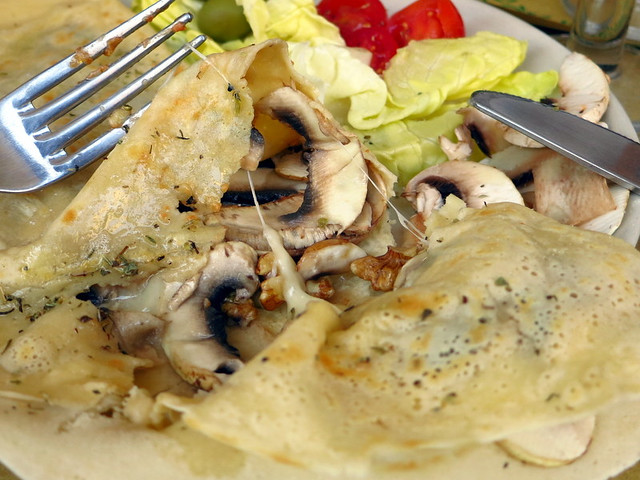 crepe with mushroom, grana padano cheese & walnuts €7.50-001