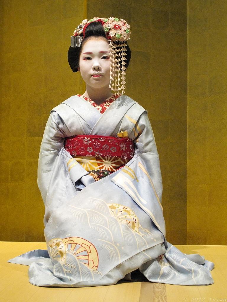 Tracking down maiko/geisha who wore your hikizuri! 8136904411_eec86e4d3f_b