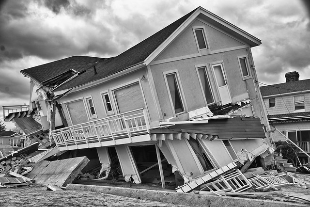 8147427207 fb6979b5b8 z 30 Photos Of Life After Hurricane Sandy
