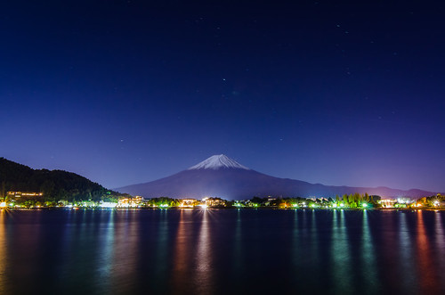camera bridge november blue autumn sunset mountain lake snow water beautiful japan photography volcano tokyo nikon long exposure fuji dusk tripod tokina shore hour 日本 fujisan 秋 gaijin 山 富士山 manfrotto kawaguchiko 夕焼け 十一月 写真 河口湖 外人 外国人 日暮れ ニコン 1116mm d7000 有方