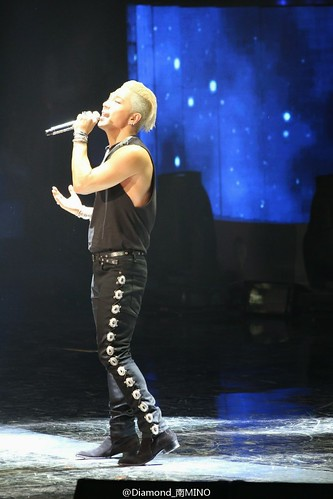 Taeyang-GoldenDisc-Awards-mainshow-20150114-HQs-creditonpicl-9