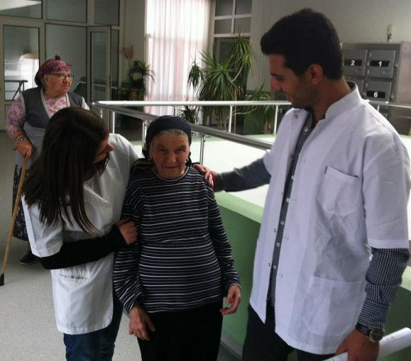 Yaşlılara Üsküdar Üniversitesi'nin şefkat eli değdi 3
