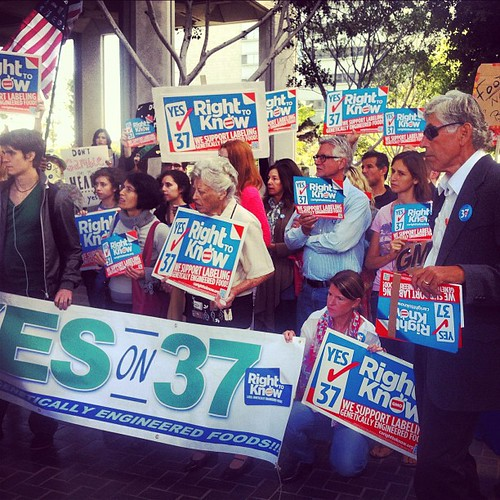 More photos from yesterday's Yes on Prop 37 rally at LA City Hall #prop37 #labelgmos