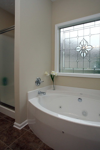 Jetted tub in master suite at Flatrock Ridge