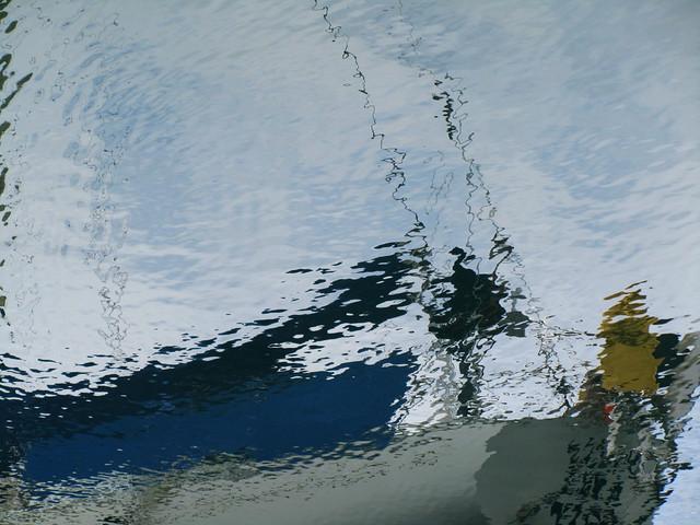 Un barco en el agua